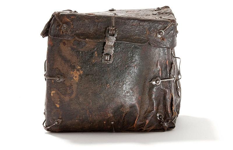 Древний кожаный предшественник саквояжа